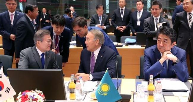ムン大統領と安倍首相