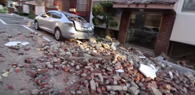 韓国で起こった地震で被害を受けた車