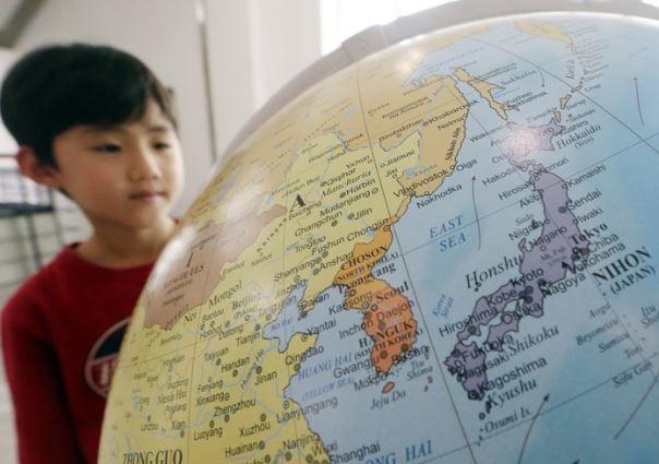 「東海」(East Sea)表記の地球儀