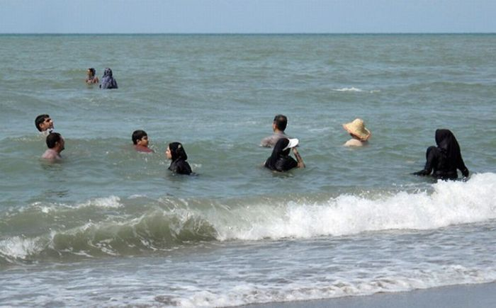 iran_beach_women_01