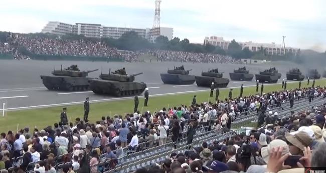 自衛隊のパレード