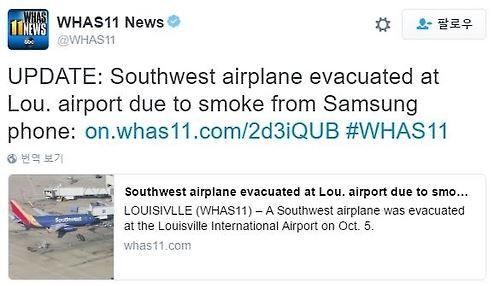(聯合ニュース)三星ギャラクシーノート7と推定されるスマートフォンで、過熱による煙が漂い、米国旅客機に搭乗した乗客が離陸前、急いで避難する事件が発生した。