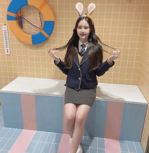 韓国人「Kファッションが日本10代美少女達の心を奪う!」日本の10代美少女達が韓国のK制服を着て、人生ショットをパシャリ! 韓国の反応