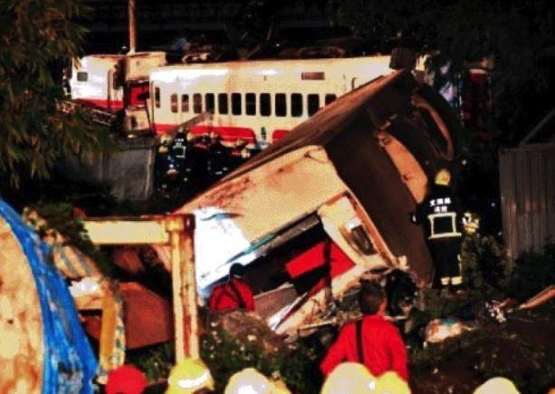 台湾の列車事故