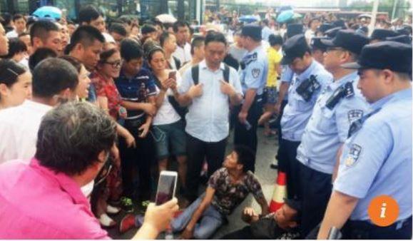 中国北京で大規模デモ