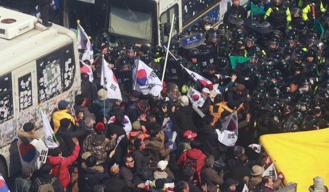 朴槿恵前大統領の罷免弾劾反対派集会