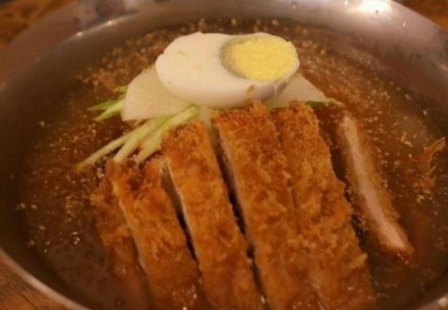 韓国の豚カツ冷麺