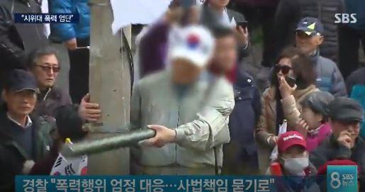 韓国で起こったパククネ弾劾反対デモ