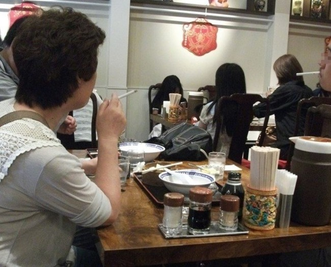 食堂で喫煙