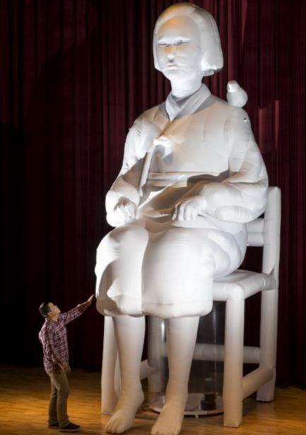 6メートルの慰安婦少女像