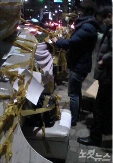 釜山慰安婦少女像周辺にゴミが捨てられる