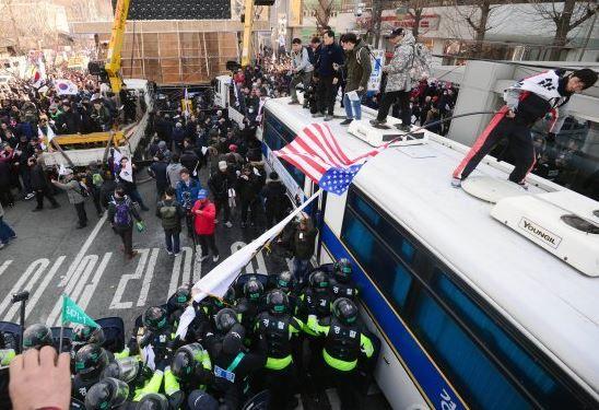 弾劾無効集会参加者が交番に放火をして逮捕