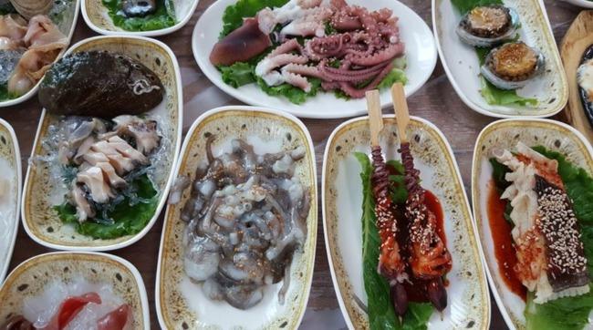 韓国の海鮮刺身セット