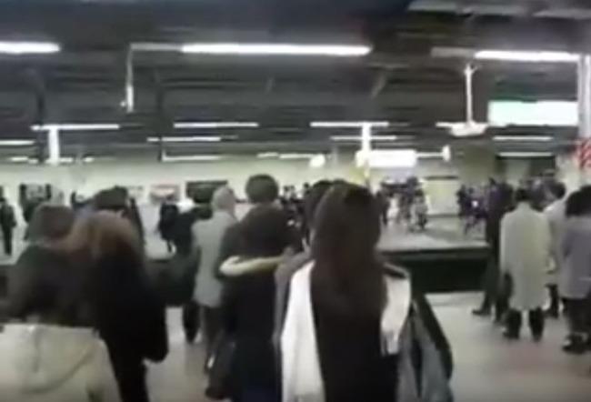 日本の地下鉄マナー