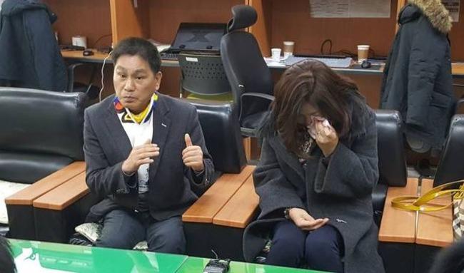 """韓国人「日本人刑務官が靖国爆発テロ犯に""""20cmのムカデ""""を投げ入れる人権侵害!」母親の李さんが涙を流しながら訴える! 韓国の反応"""