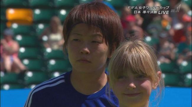 なでしこジャパンと白人美少女
