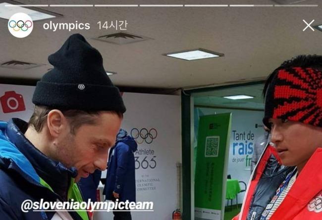 旭日戦犯旗の柄が入った帽子を被った日本人選手