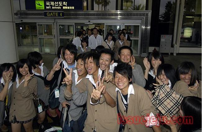 韓国に修学旅行に来た日本の女子高生