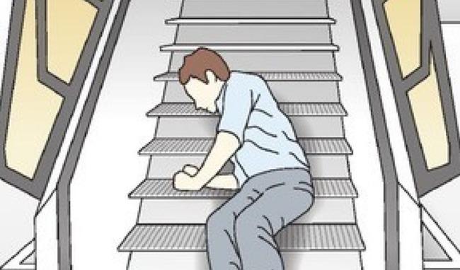 車椅子の客が自力で登る