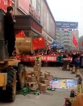 中国ロッテマート前での嫌韓デモ
