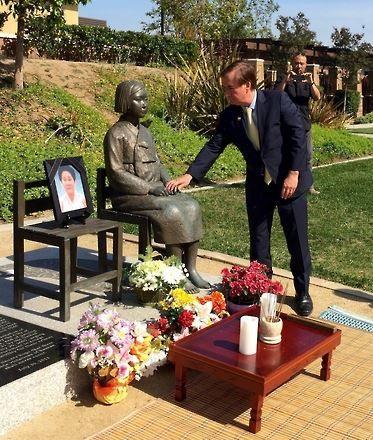 アメリカ・カリフォルニア州グレンデールの平和の少女像