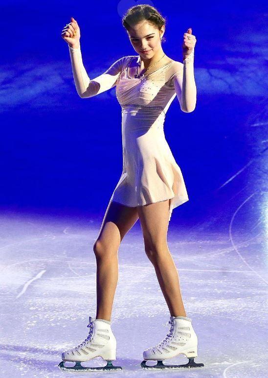 純白の衣装のメドベージェワ