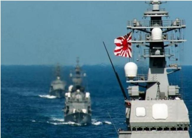出動する海上自衛隊