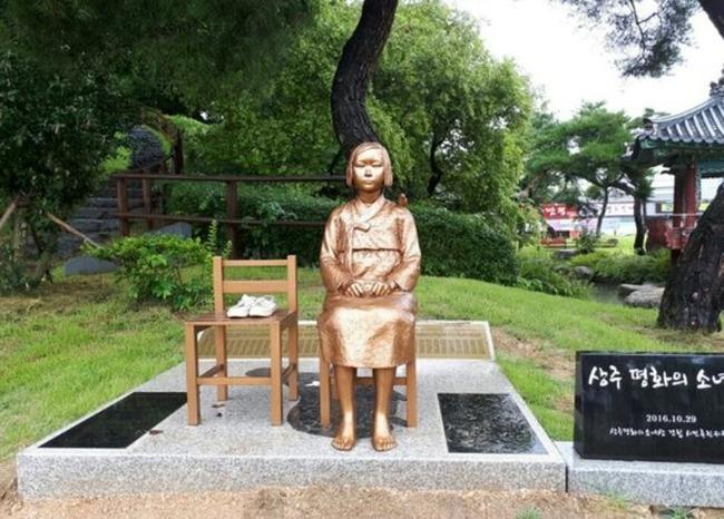 慰安婦少女像の顔が毀損される