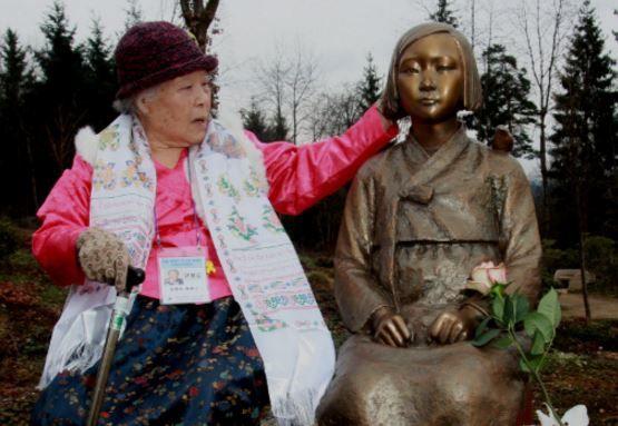 ヨーロッパ初の平和の少女の像