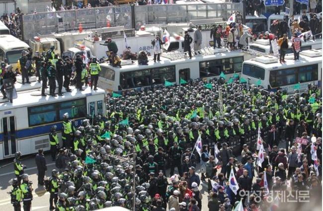 朴槿恵大統領弾劾反対集会デモ