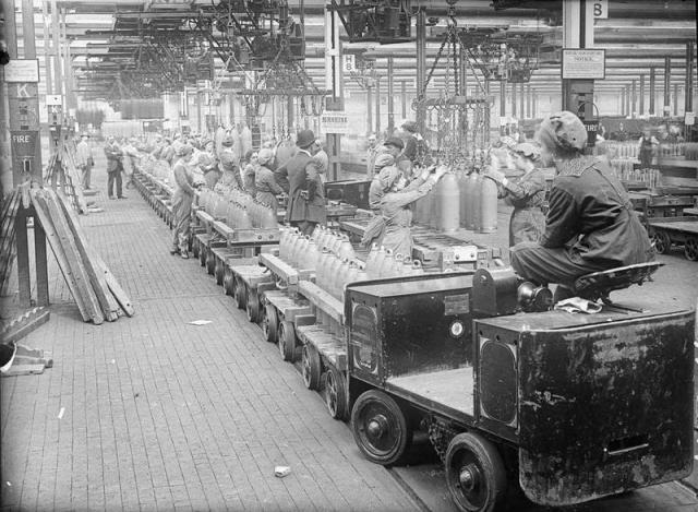 5 67 「労働者の殆どが女性‥」 ロシア人「第一次世界大戦中イギリスの弾薬工場で...