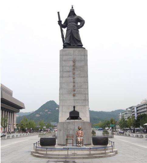 李舜臣(イ・スンシン)銅像