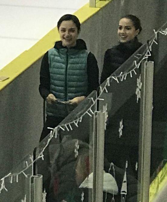 メドベージェワ選手とザギトワ選手
