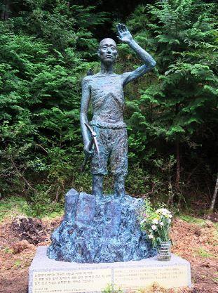 強制労働者の青年像