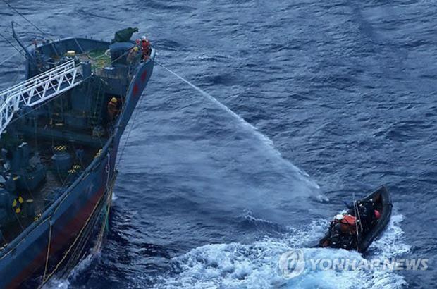 日本の捕鯨を妨害するシーシェパード