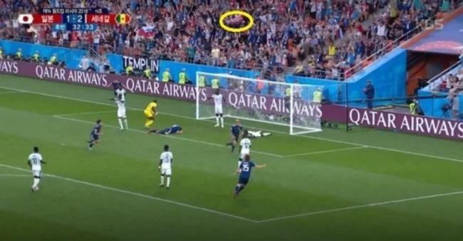 [ロシアW杯]海外「マナー知らずの日本人サポーターが旭日戦犯旗を振りながら日本VSセネガル戦を応援していた事が判明!」 海外の反応