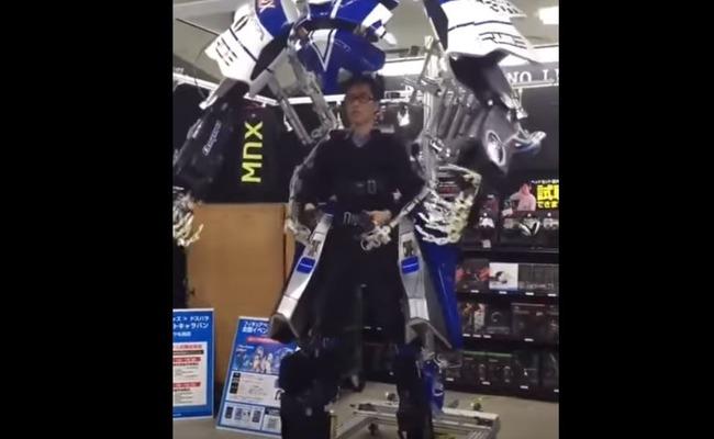 スケルトンのロボットスーツ
