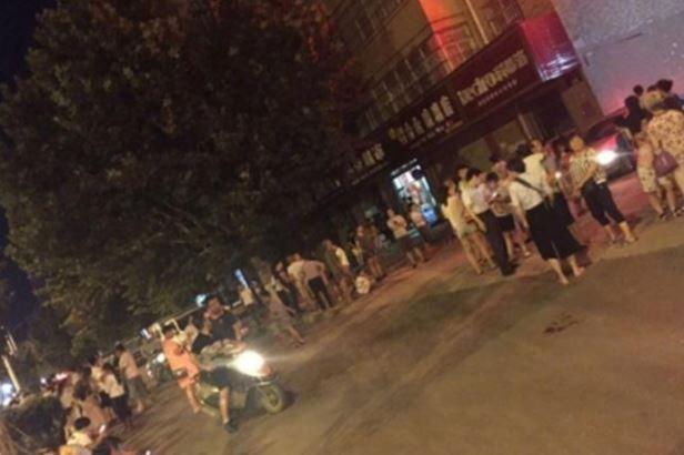 中国九寨溝県で地震