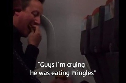 David-Cameron-eats-Pringles-on-EasyJet