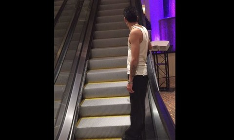 2015-08-11-14_19_21-Drunk-friends-never-ending-escalator-rid