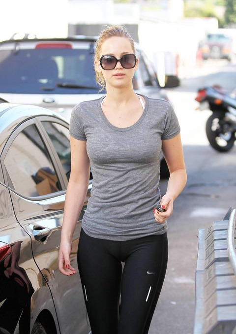 jennifer-lawrence-camel-toe-in-5758