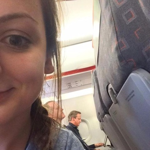 David-Cameron-eats-Pringles-on-EasyJet (1)