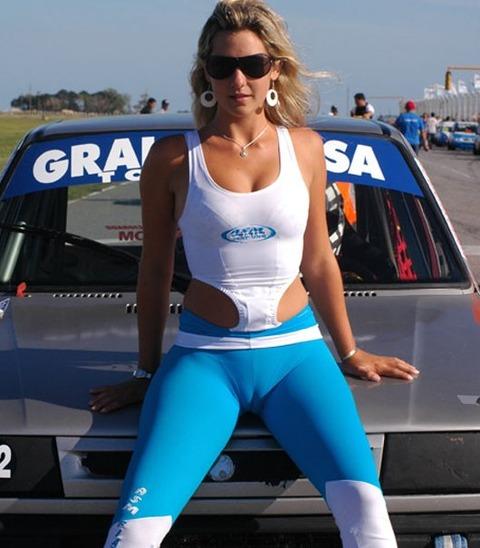 tight_pants_race_girl_cameltoe