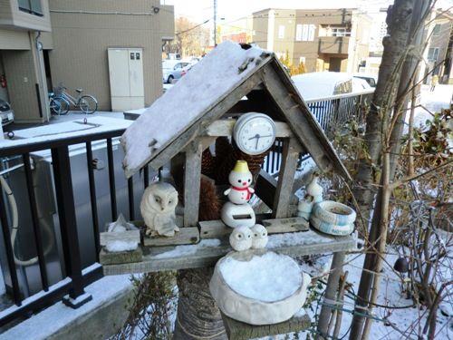 札幌雪積もったマンションのエントランス