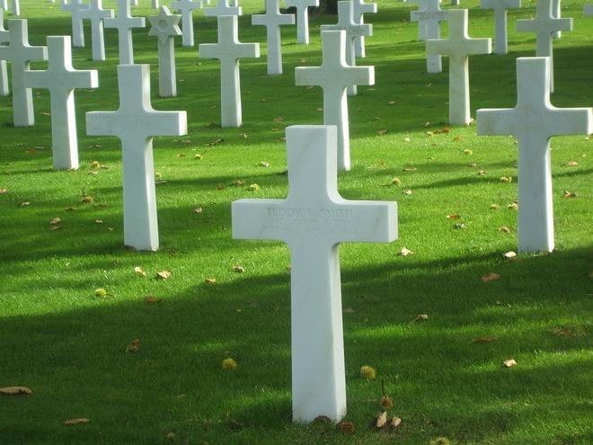 graves-1050521_960_720