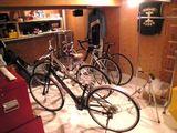 """玄関入ったらそこは""""自転車屋""""・・・(怒)"""