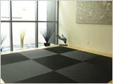 黒い畳の和室