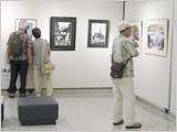 剪画美術展3日目 順調 そしてカメラ見つかる