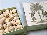 美しい箱とマカデミアナッツ