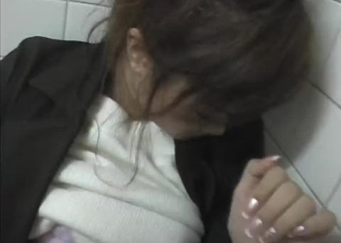 【痴漢現場】トイレでギャル系のOLが強姦魔に犯される一部始終